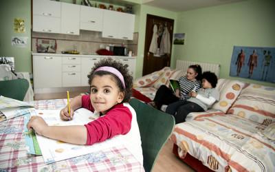 Una familia en el Alojamiento Alternativo de Cocina Económica