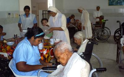 Atención en el hogar de ancianos en Colombia, cooperación al desarrollo de Cocina Económica