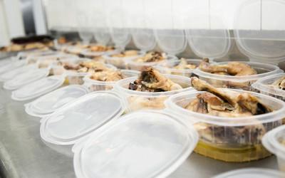 'Tuppers' en comedor social de Cocina Económica de Logroño